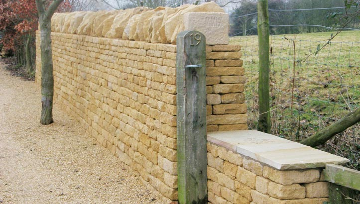 Cotswolds, Dry Stone Waller | Free standing traditional wall